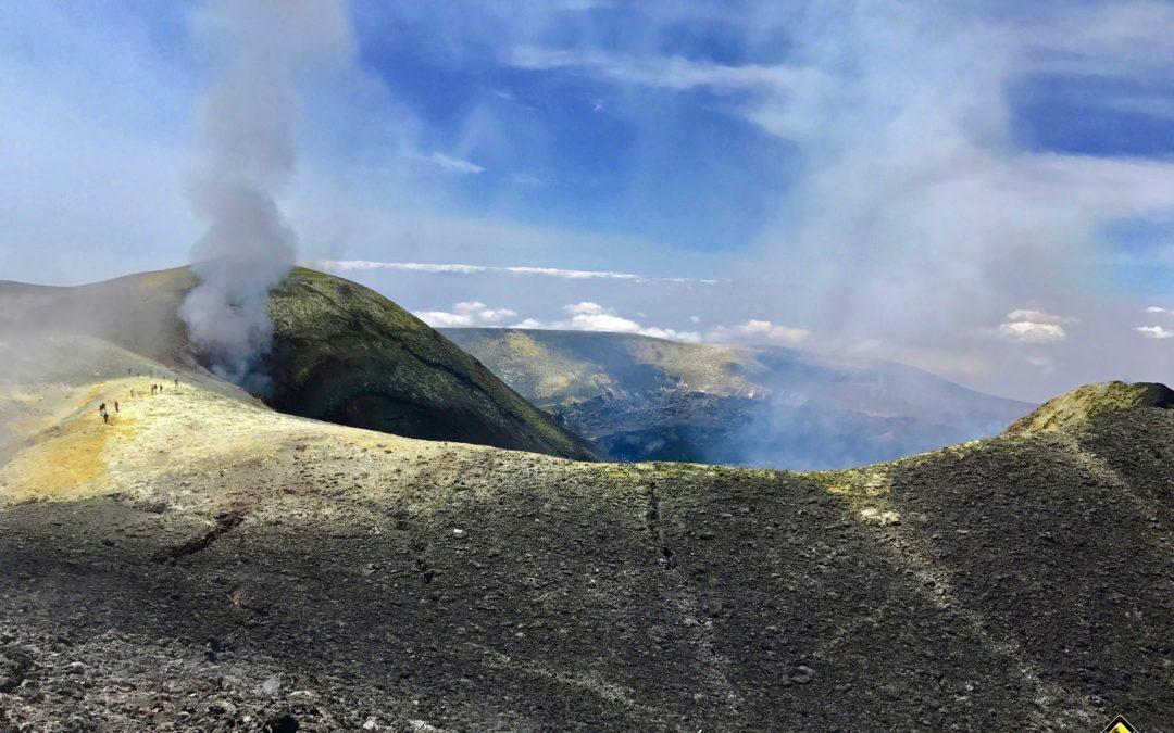 Escursione ai Crateri Sommitali da Nord a piedi