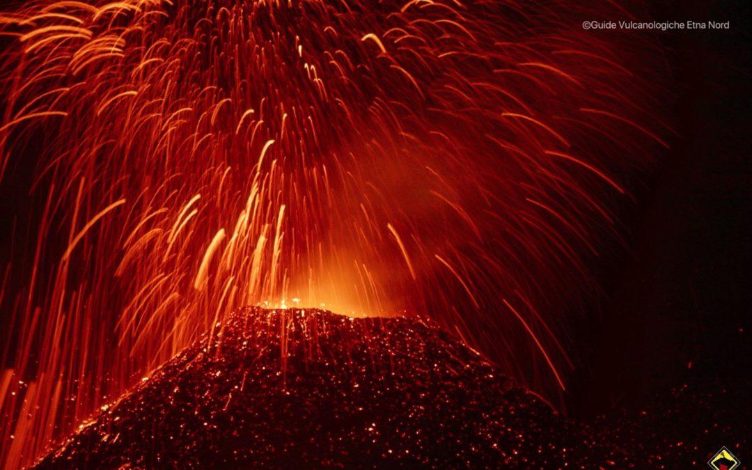 L'attività eruttiva dell'Etna all'interno della Voragine