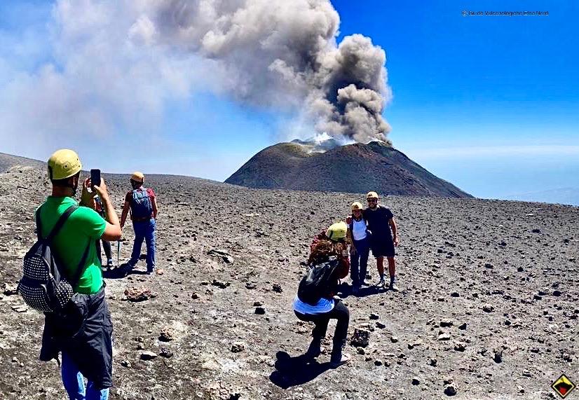 Si può salire in cima al vulcano Etna?