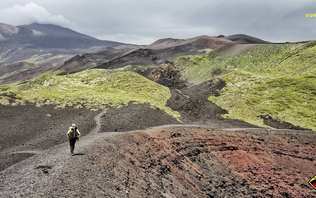Come mai è possibile prenotare le escursioni in cima al vulcano Etna nonostante il rischio vulcanico sia in rosso?