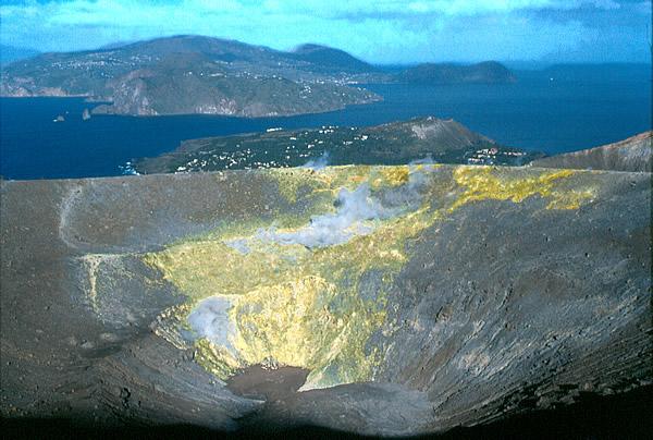 Increase in activity on the Island of Vulcano (Aeolian Islands)